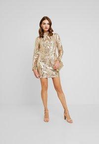 Nly by Nelly - SEQUIN DRESS - Vestito elegante - champagne - 2