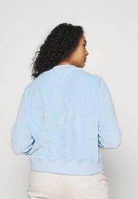 Tommy Jeans Curve - CREW - Sweatshirt - light powdery blue - 2