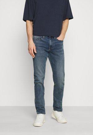 QUEBEC - Jeans Tapered Fit - medium indigo