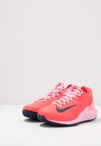 Nike Performance - AIR ZOOM CLAY - Tenisové boty na antuku - laser crimson/blackened blue/pink - 2