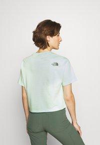 The North Face - CROP TEE - Print T-shirt - misty jade - 2