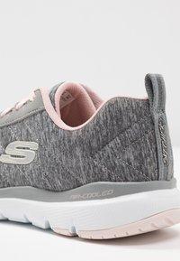 Skechers Sport - FLEX APPEAL 3.0 - Zapatillas - gray/light pink - 2