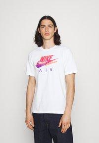 Nike Sportswear - TEE FUTURA - T-shirt med print - white - 0
