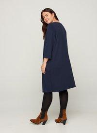 Zizzi - MIT V-AUSSCHNITT UND 3/4-ÄRMELN - Jersey dress - dark blue - 2