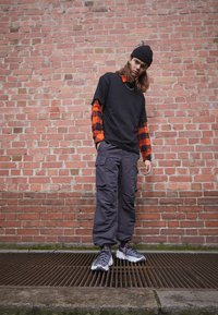 Nike Sportswear - SPACE HIPPIE  - Baskets basses - iron grey/photon dust/black/hyper crimson - 0
