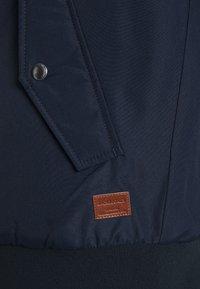 Jack & Jones - JJFLYNN HODDED BOMBER - Light jacket - navy blazer - 5