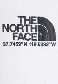 The North Face - COORDINATES TEE - Camiseta estampada - white - 6