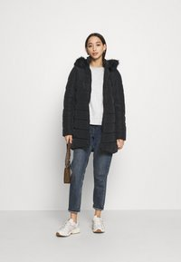 ONLY - ONLNEWMINEA QUILTED HOOD COAT - Parka - black - 1