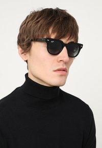 Ray-Ban - METEOR - Sluneční brýle - black - 1