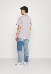BDG Urban Outfitters - PATCHWORK DAD - Jeans Tapered Fit - blue - 2