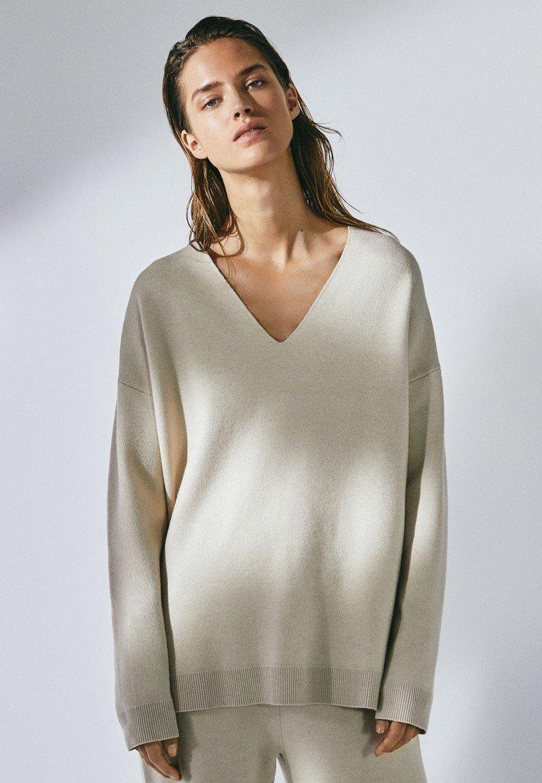 Massimo Dutti - MIT V-AUSSCHNITT - Sweatshirt - beige