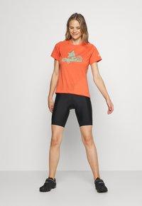 Zimtstern - PUREFLOWZ - Print T-shirt - living coral/florida keys - 1