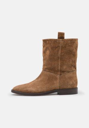 LORI - Kotníkové boty - tawny brown