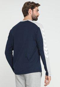Hummel - FLINT - Langærmede T-shirts - black iris - 2