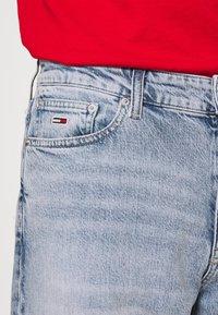 Tommy Jeans - DAD JEAN REGULAR TAPERED - Jeans straight leg - denim - 4