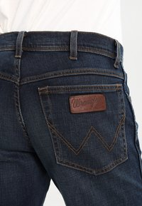 Wrangler - TEXAS STRETCH - Jeans straight leg - vintage tint - 4