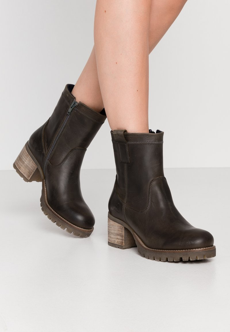 Bullboxer - Classic ankle boots - khaki