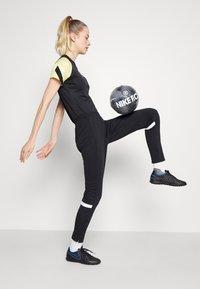 Nike Performance - ACADEMY 21 PANT - Spodnie treningowe - black/white/white/saturn gold - 3