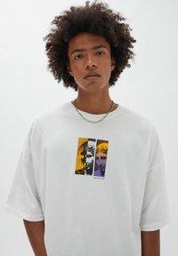 PULL&BEAR - Print T-shirt - off-white - 4