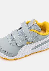 Puma - STEPFLEEX 2 UNISEX - Sports shoes - quarry/white/spectra yellow - 5