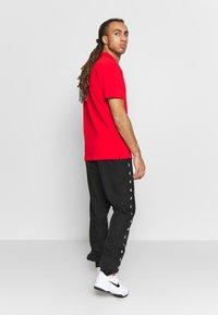 Lacoste Sport - TENNIS PANT TAPERED - Spodnie treningowe - black - 2