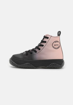 TOP BONNIE - Höga sneakers - black