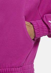 Nike Sportswear - Zip-up hoodie - cactus flower/white - 6