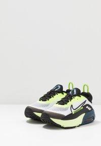 Nike Sportswear - AIR MAX 2090 UNISEX - Zapatillas - white/black/volt/blue force - 3