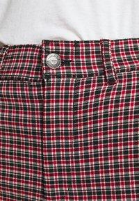 Hollister Co. - Pantalon classique - red/black - 4