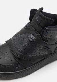 Jordan - SKY 1 UNISEX - Koripallokengät - black - 5