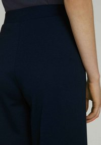 TOM TAILOR DENIM - RELAXED CULOTTE MIT RECYCELTEM - Trousers - dark blue - 4