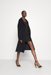Who What Wear - BELTED COAT - Classic coat - navy - 1