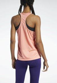 Reebok - ESSENTIALS - Sports shirt - salmon - 2