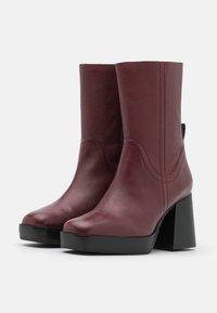 Topshop - HAZZARD MID PLATFORM BOOT - Kotníkové boty na platformě - burgundy - 2