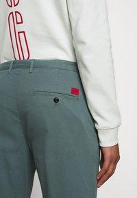 HUGO - GLEN - Chino kalhoty - dark grey - 5