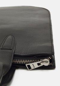 Royal RepubliQ - ELITE CURVE TOTE - Handbag - black - 3