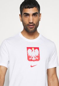 Nike Performance - POLEN TEE EVERGREEN CREST - Camiseta estampada - white - 3