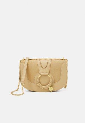 Hana Evenning bag - Taška spříčným popruhem - seed brown