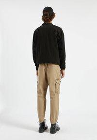 PULL&BEAR - Pantaloni cargo - mottled dark brown - 2