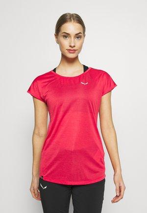 PUEZ DRY TEE - T-shirt med print - rose/red melange