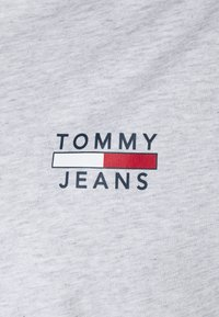 Tommy Jeans Plus - CHEST LOGO TEE - Print T-shirt - silver grey heather - 2