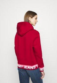 Tommy Jeans - BRANDED HEM HOOD - Bluza z kapturem - wine red - 2