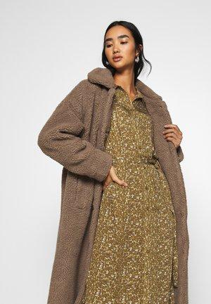 IVORI - Classic coat - sepia tint