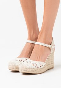New Look - TROPICAL - High heeled sandals - offwhite - 0