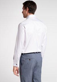 Eterna - MODERN FIT - Business skjorter - white - 1