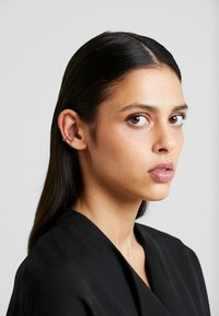 Orelia - JET SINGLE EAR CUFF - Earrings - pale gold-coloured - 1