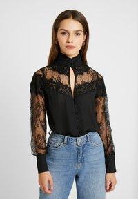 Fashion Union Petite - OLEUM FASHION UNION INSERT BLOUSE - Button-down blouse - black - 0