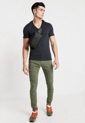 BASE V-NECK T S/S 2-PACK - T-shirts basic - pedal grey