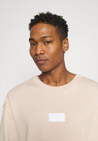 adidas Originals - SILICON CREW UNISEX - Sweatshirts - halo ivory - 3