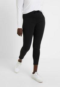 Even&Odd Curvy - Teplákové kalhoty - black - 0